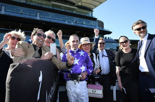 Star Thoroughbreds owners celebrate Kubrick success!