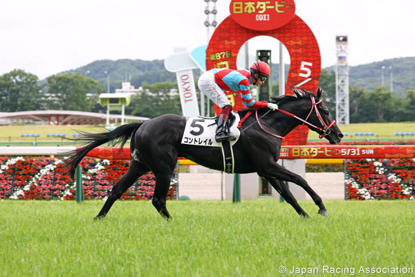Contrail all alone at the finsih of the Japanese Derby (image JRA)