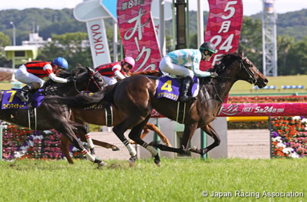 Daring Tact wins the Japanese Oaks