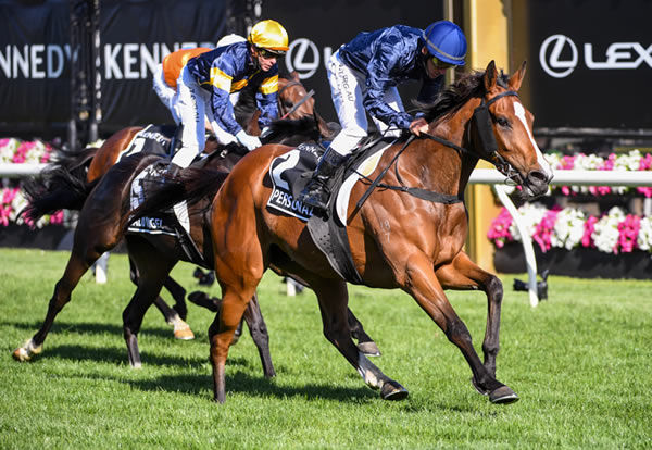 Personal wins the Oaks - Racing Photos