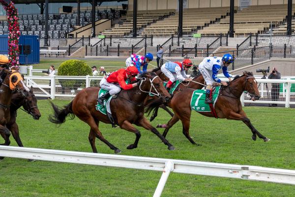 Smart 'n' Sexy breaks her maiden in Dalrello Stakes (Racing Queensland)
